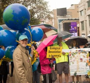 Chuck Lynd brought the earth balloons that we popped in front of Sen. Portman's office.