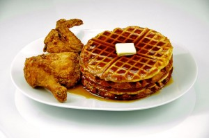 800px-Chicken_and_Waffles_201_-_Evan_Swigart