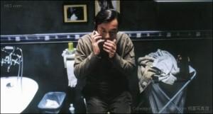 Yan Shouyi making a secret phone call in the bathroom