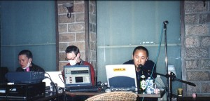 Fig. 1: Yan Jun, on the right, with his technician-artists. Pictures taken by Maghiel van Crevel.