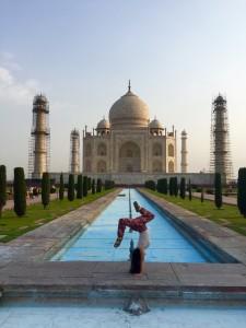 Handstand Taj