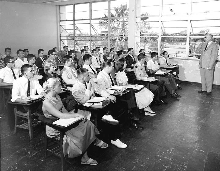 Modern Classroom Vs Traditional Classroom ~ Innovative teaching clouse s