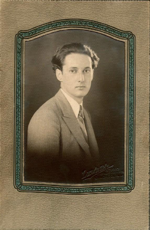 Formal photo in Chicago around 1930 (?)