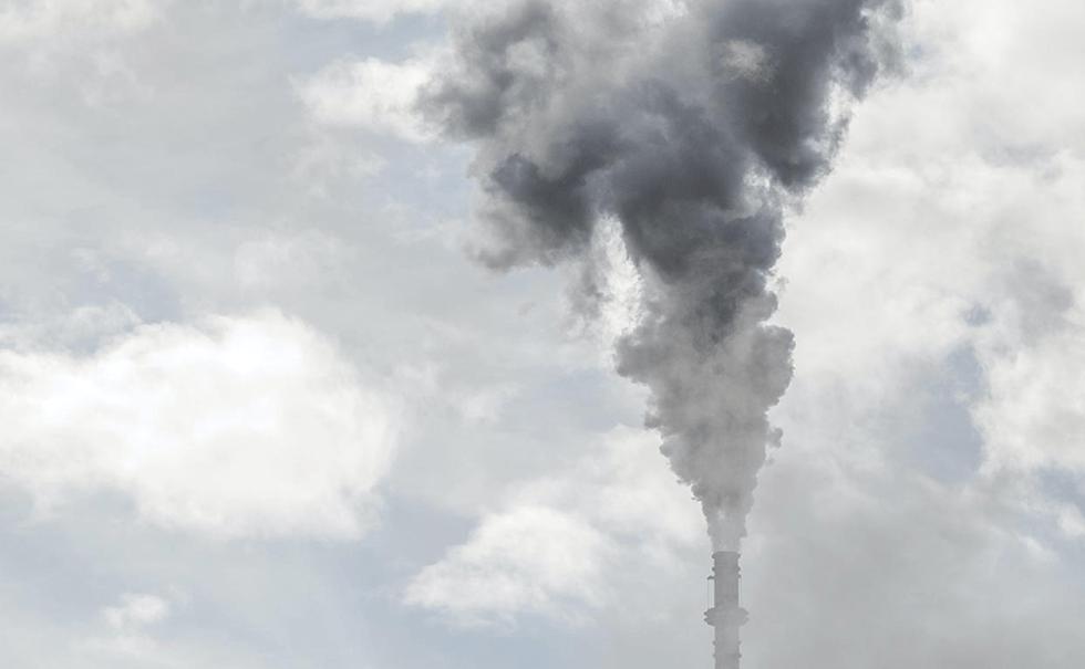 Image of smokestack emitting air pollution