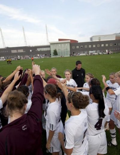 the women's soccer team exchanging high fives