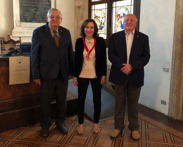 Laura receives the medal of science academy from the University of Bologna