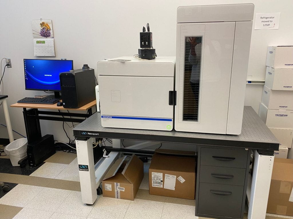 Image of the Olympus VS200 whole slide scanner and computer work station in KCBD 1250E