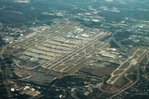 By formulanone from Huntsville, United States - Atlanta Airport Aerial Angle, CC BY-SA 2.0, https://commons.wikimedia.org/w/index.php?curid=61801195