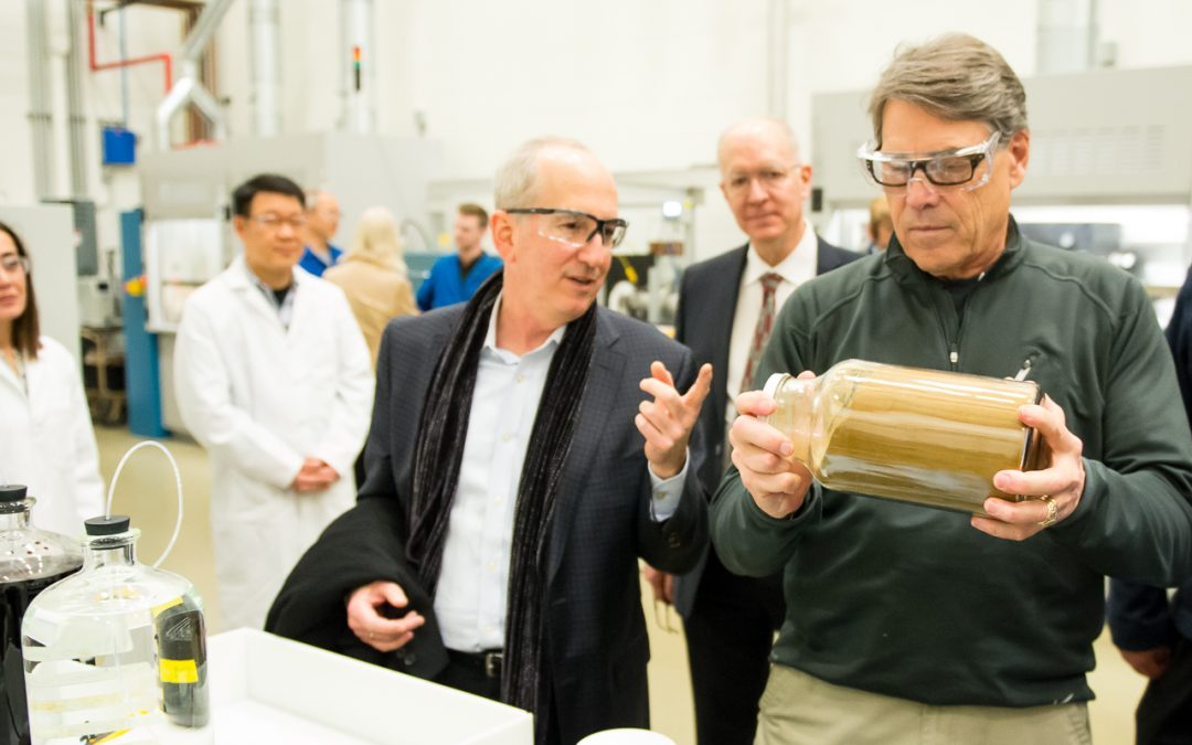 Secretary of Energy Rick Perry visits Argonne and Fermilab