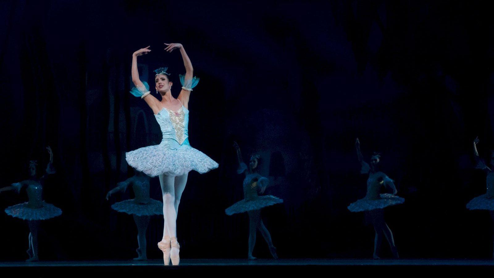 balance-ballerina-ballet-46158-1x2cd8y