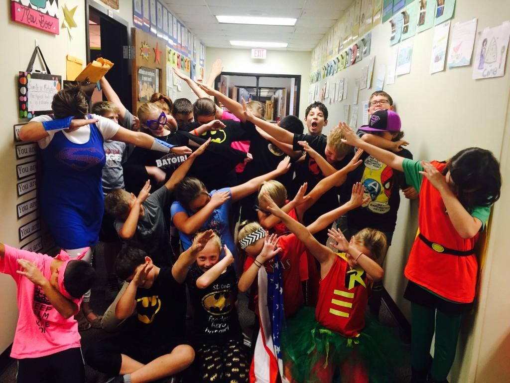 Superheroes Dabbing
