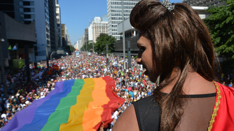 SÃO PAULO, SP, 04.05.2014 – PARADA GAY: A 18a Parada Gay  começa na tarde deste domingo na Avenida Paulista e percorre até a Praça Roosevelt em São Paulo. (Foto: Ben Tavener / Brazil Photo Press).