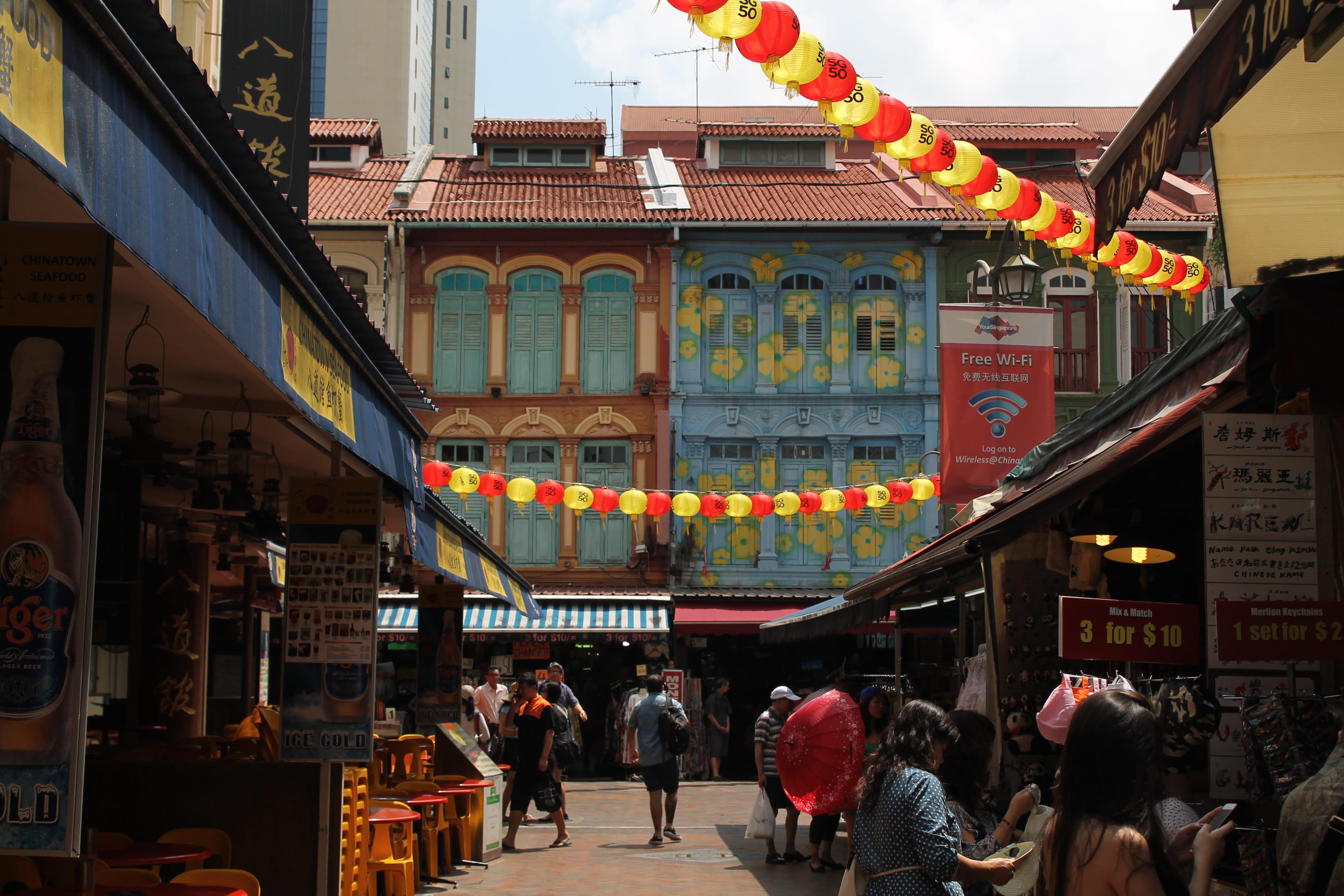 Street scene in Singapore's Chinatown