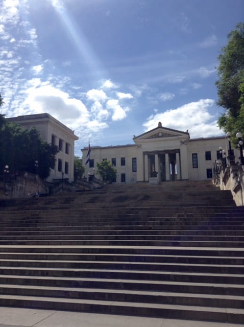 La universidad de havana steps