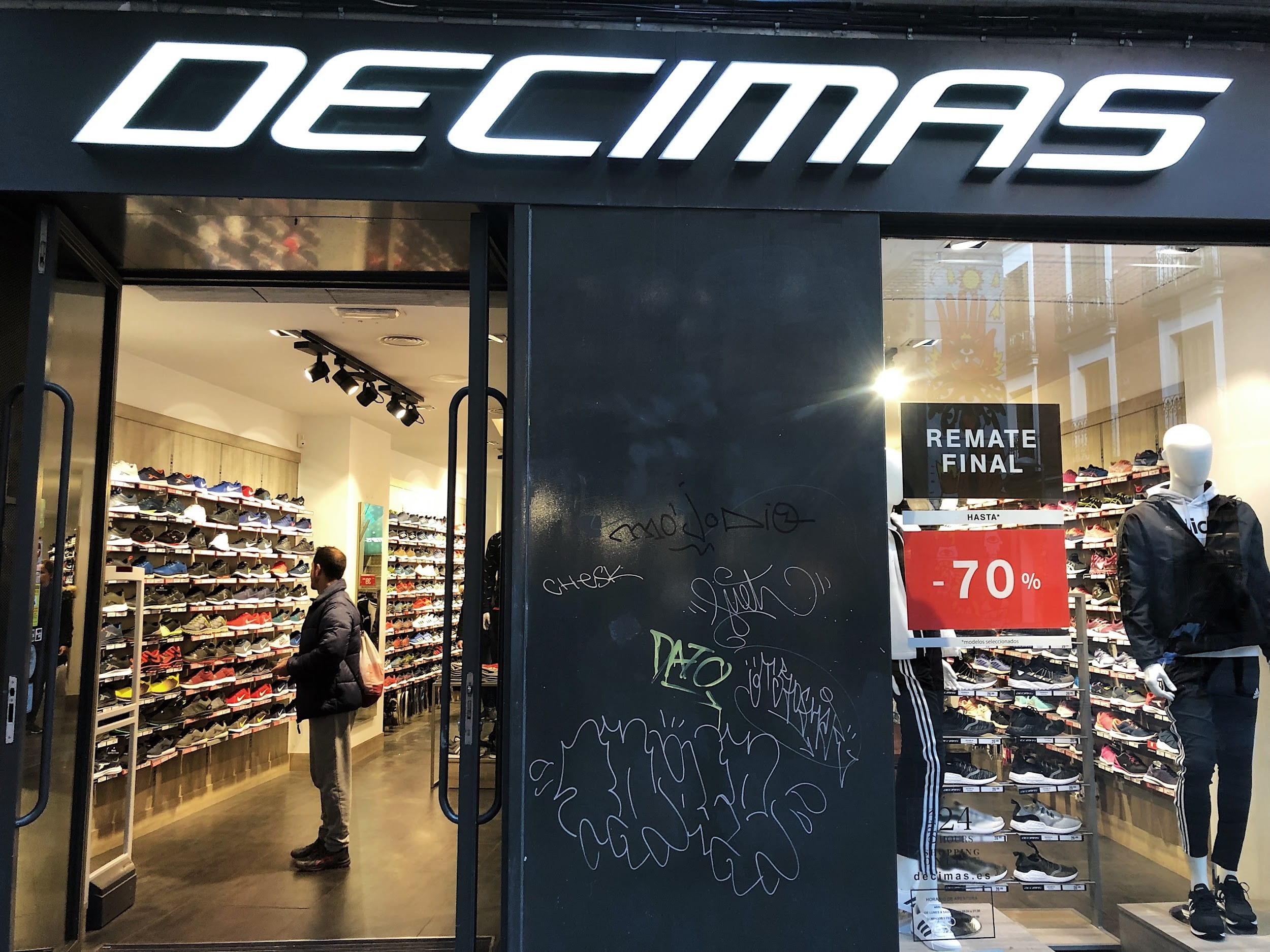 Decimas shoestore storefront