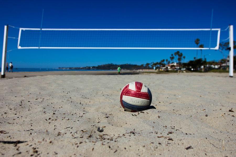 "Strandwitz vs. Pimputkar Group: ""Beach"" Volleyball!"