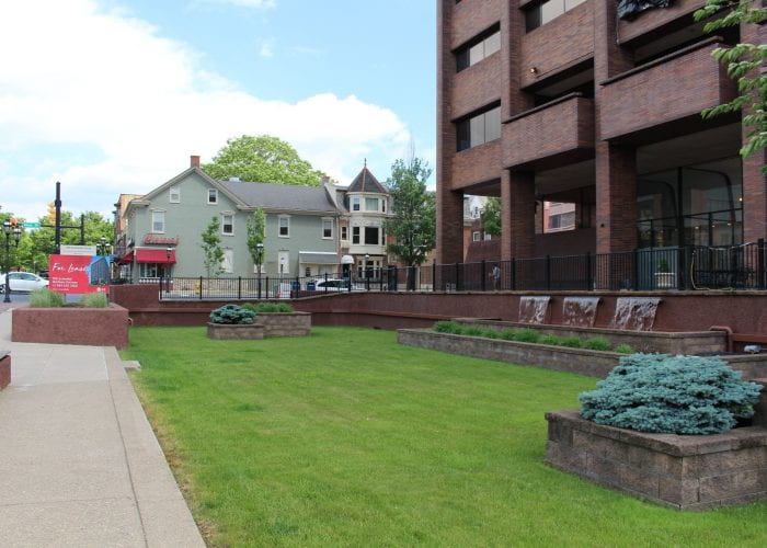 Plaza Greenway