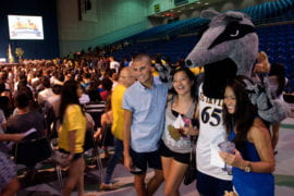 Peter the Anteater gets to know new students