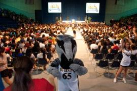 Peter the Anteater greets freshmen