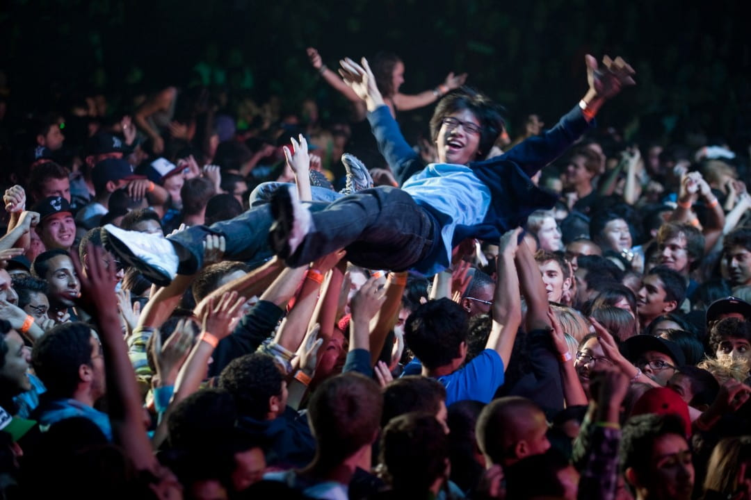 A crowd-surfing student