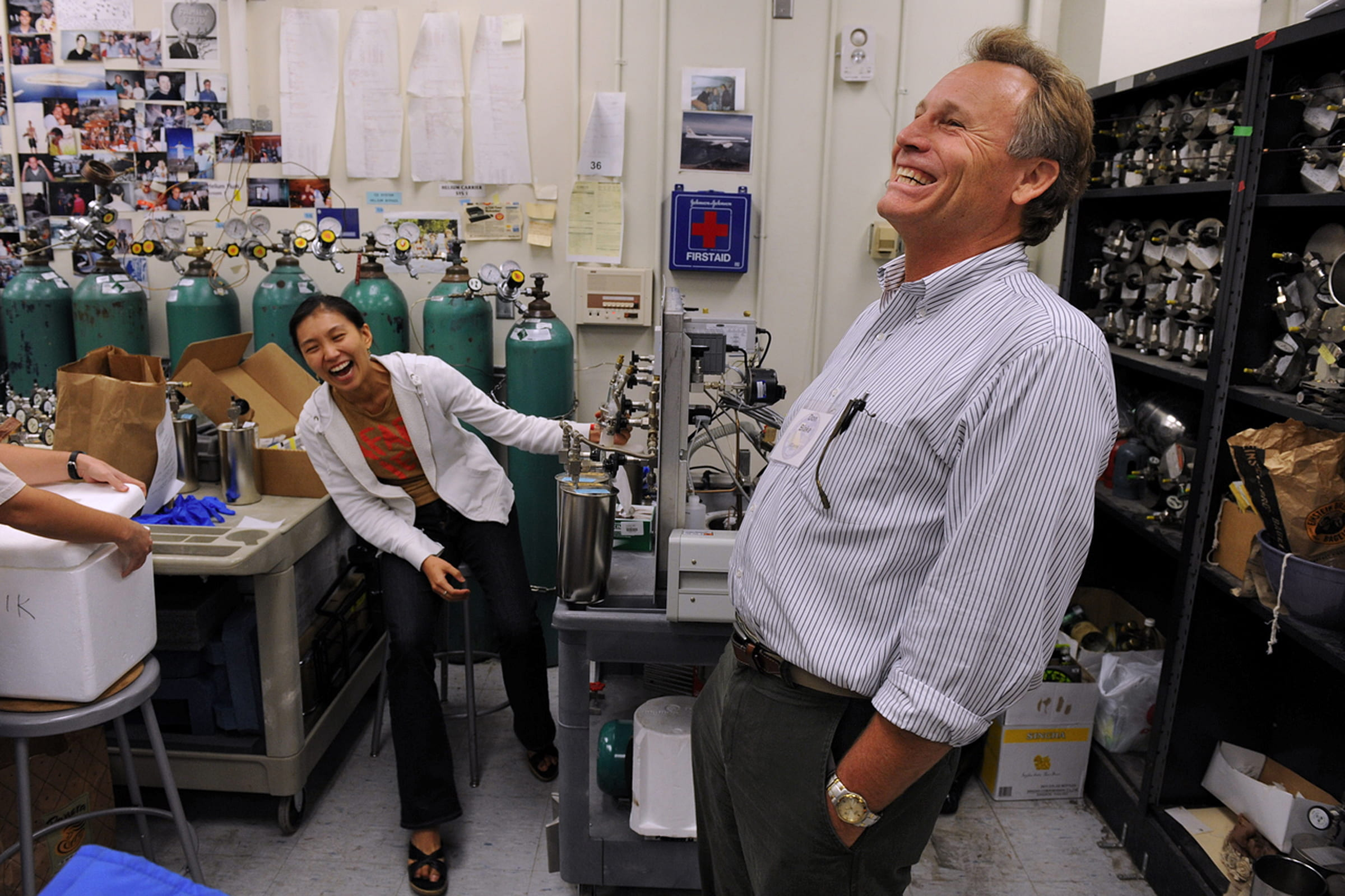 UCI chemistry department chair Donald Blake and grad student Julie Lee  sc 1 st  UCI News & 8623497390_f37154fb91_o | UCI News | UCI