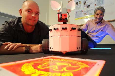Robot to clarify human decision-making