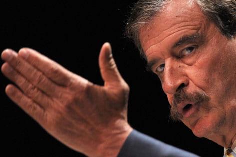 Vicente Fox talks democracy, Mexico