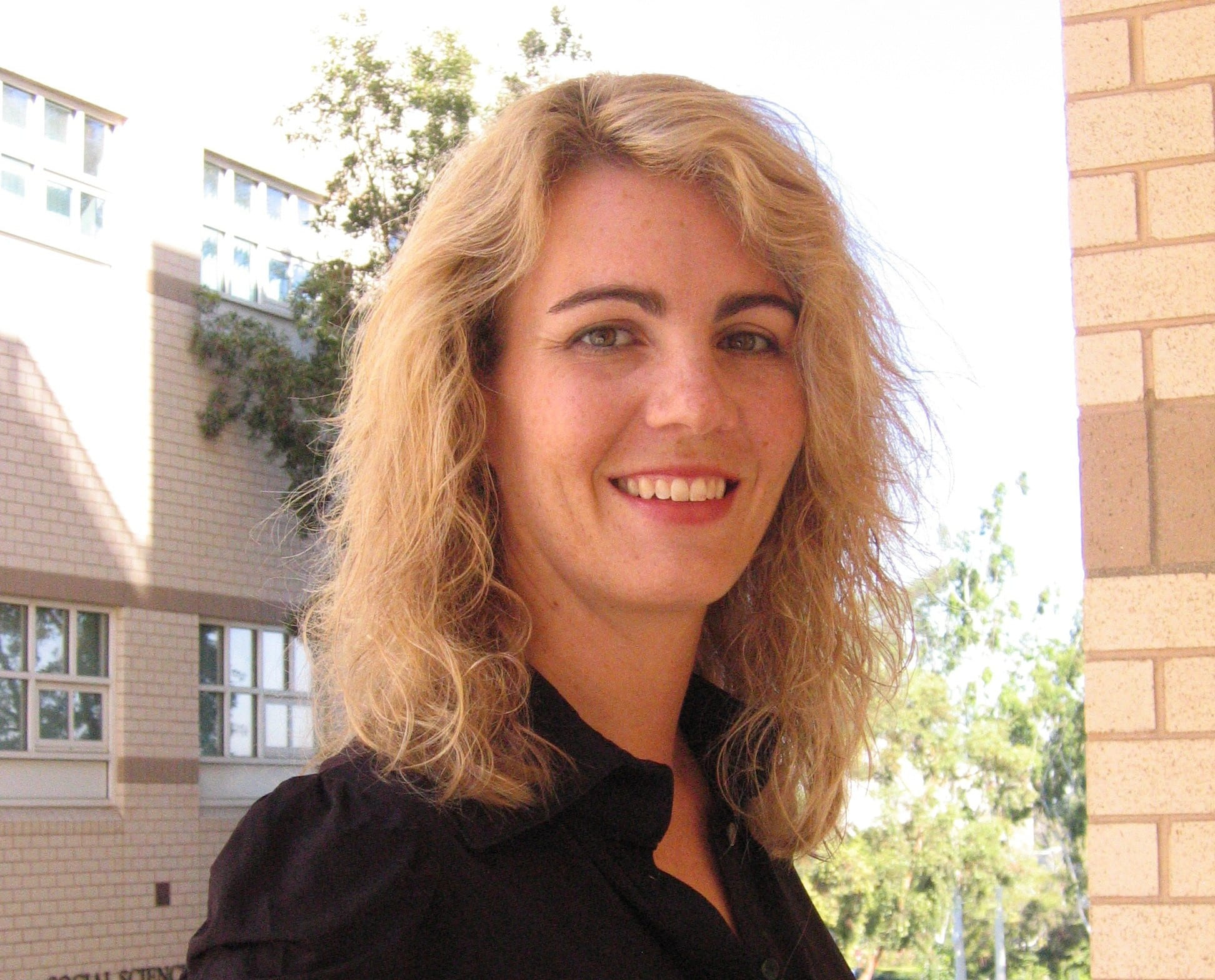 uci study sheds new light on low light vision could aid people lead author alyssa brewer is a uci assistant professor of cognitive sciences who studies brain functions related to eyesight through brain imaging and