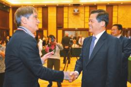 UCI's Dr. Robert Detrano receives Yunnan Friendship Award for ChinaCal efforts
