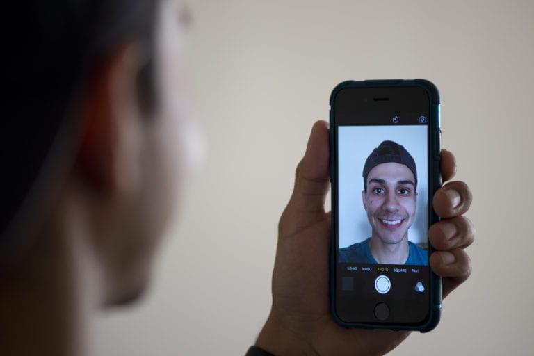 UCI study links selfies, happiness