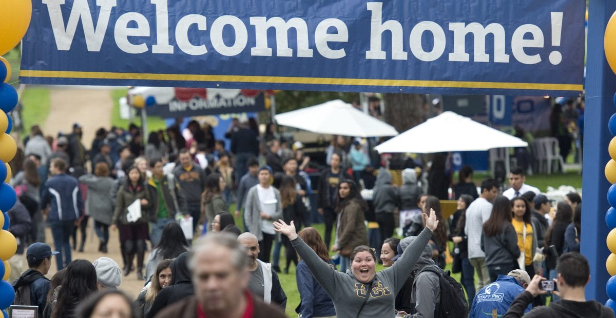 Anteater alumni mingle in UCI's Aldrich Park at the 2016 homecoming celebration.