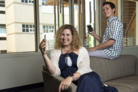 Smartphones act as digital security blankets in stressful social situations