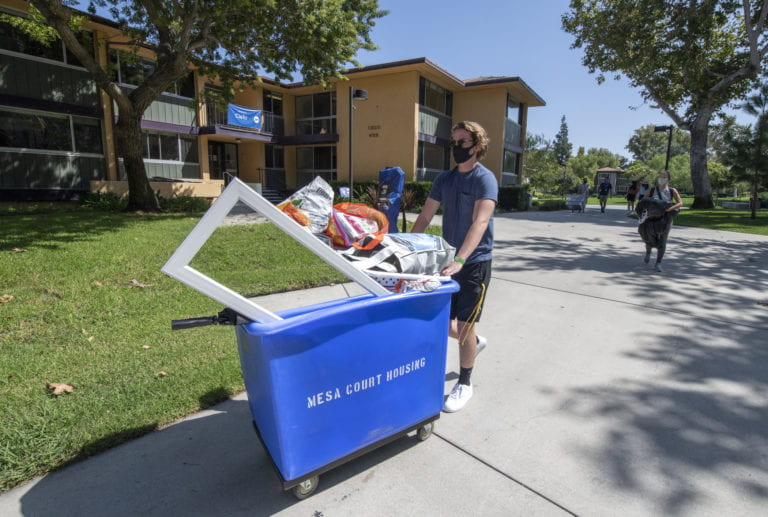 A minimized move-in