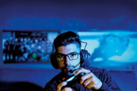 Oakley® to be official eyewear provider for UCI's esports athletes