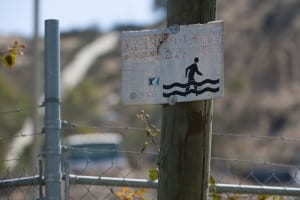 This sign warns of rising waters in Los Laureles Canyon. UCI engineers have devised new models showing that more severe storms caused by climate change will mean even greater flooding here. Steve Zylius / UC Irvine