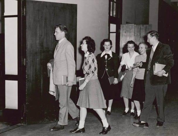 Figure 2: Sophomore students in hallway heading into classroom, 1948.