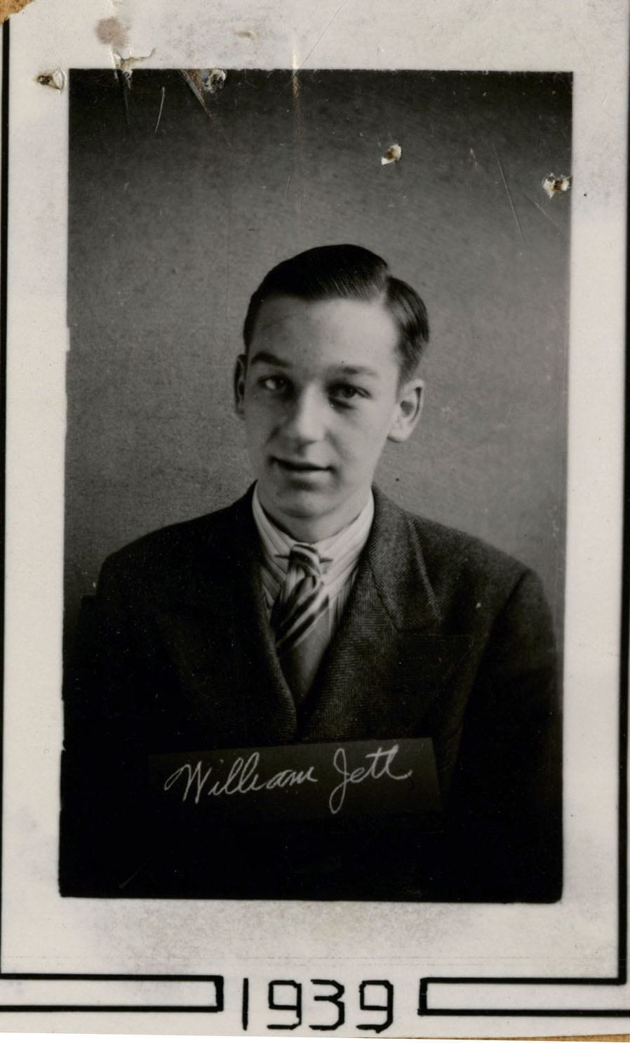 Photo of William Jett with his signature and the year 1939.