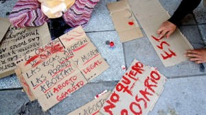 http://www.infobae.com/2014/11/04/1606550-marchas-favor-y-contra-del-aborto-legal.